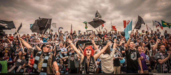 Dark Clouds, hinchada del Minnesota United (NASL). Fuente: www.dark-clouds.com