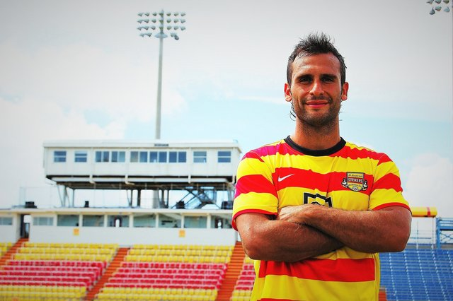 rsz_strikers_titular